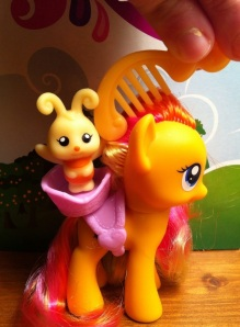 Bee Pet Animal with Honeybuzz My Little Pony Friendship is Magic Toy