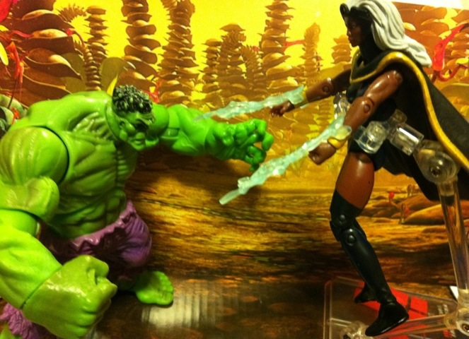 Marvel Universe Hulk vs. Storm Action Figures