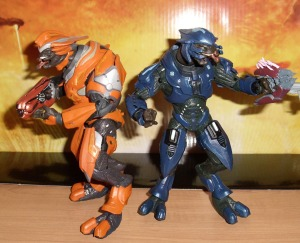 McFarlane Toys Halo Reach Series 2 Elite Officer (Orange) and Elite Minor Action Figures